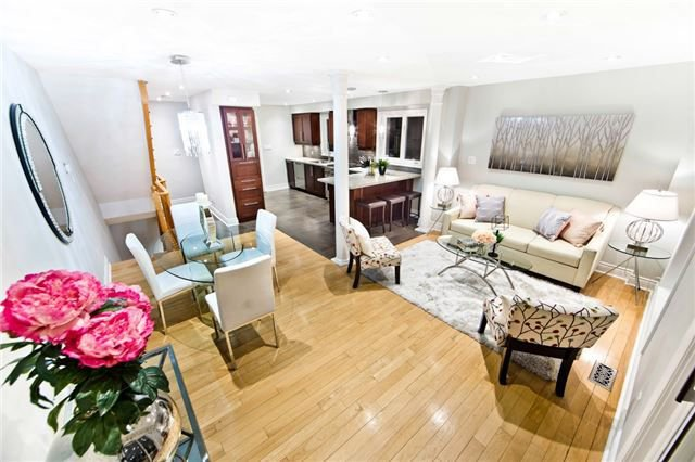Main Photo: 6861 Shade House Court in Mississauga: Meadowvale Village House (2-Storey) for sale : MLS®# W4064035