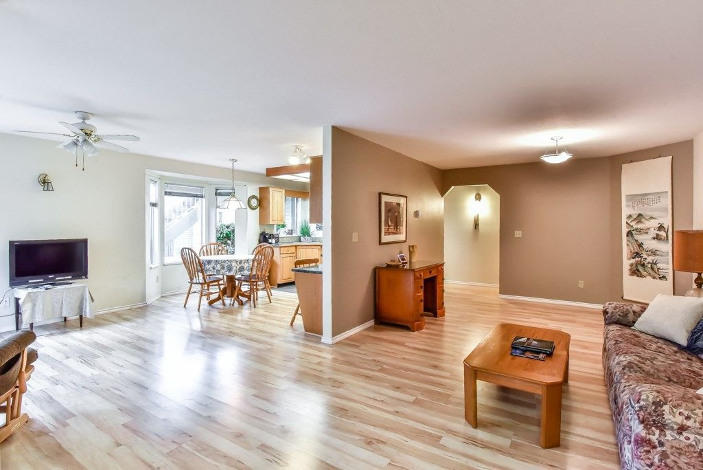 """Photo 8: Photos: 105 10584 153RD Street in Surrey: Guildford Townhouse for sale in """"Glenwood Village"""" (North Surrey)  : MLS®# R2266261"""