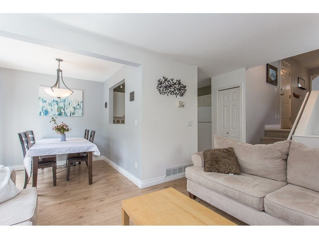 Photo 8: Photos: 3 11229 232ND Street in Maple Ridge: East Central Townhouse for sale : MLS®# R2274229