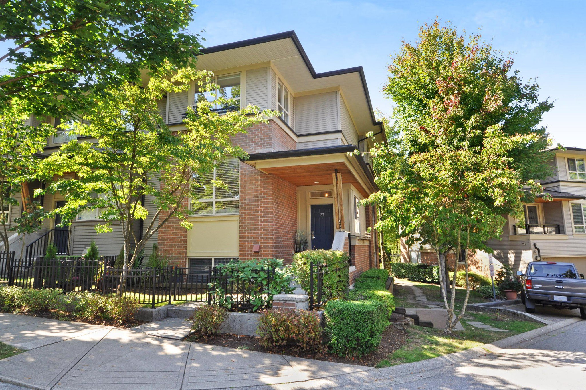 "Main Photo: 37 100 KLAHANIE Drive in Port Moody: Port Moody Centre Townhouse for sale in ""INDIGO"" : MLS®# R2303018"