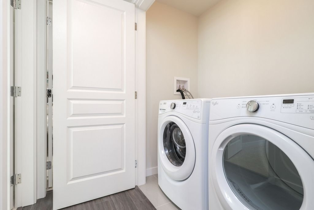 """Photo 17: Photos: 1307 3100 WINDSOR Gate in Coquitlam: New Horizons Condo for sale in """"THE LLOYD"""" : MLS®# R2310567"""