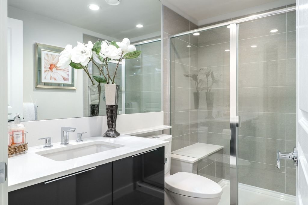 """Photo 16: Photos: 1307 3100 WINDSOR Gate in Coquitlam: New Horizons Condo for sale in """"THE LLOYD"""" : MLS®# R2310567"""
