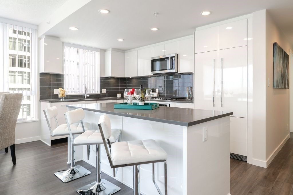 """Photo 3: Photos: 1307 3100 WINDSOR Gate in Coquitlam: New Horizons Condo for sale in """"THE LLOYD"""" : MLS®# R2310567"""