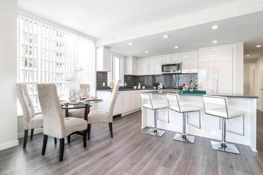 """Photo 5: Photos: 1307 3100 WINDSOR Gate in Coquitlam: New Horizons Condo for sale in """"THE LLOYD"""" : MLS®# R2310567"""