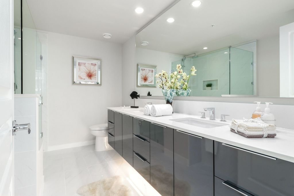 """Photo 12: Photos: 1307 3100 WINDSOR Gate in Coquitlam: New Horizons Condo for sale in """"THE LLOYD"""" : MLS®# R2310567"""