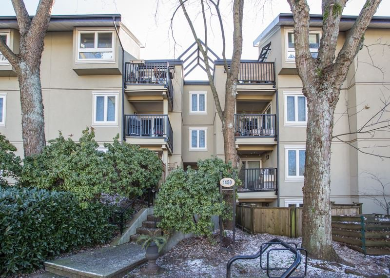 "Main Photo: 202 1450 E 7TH Avenue in Vancouver: Grandview VE Condo for sale in ""Ridgeway Place"" (Vancouver East)  : MLS®# R2340173"