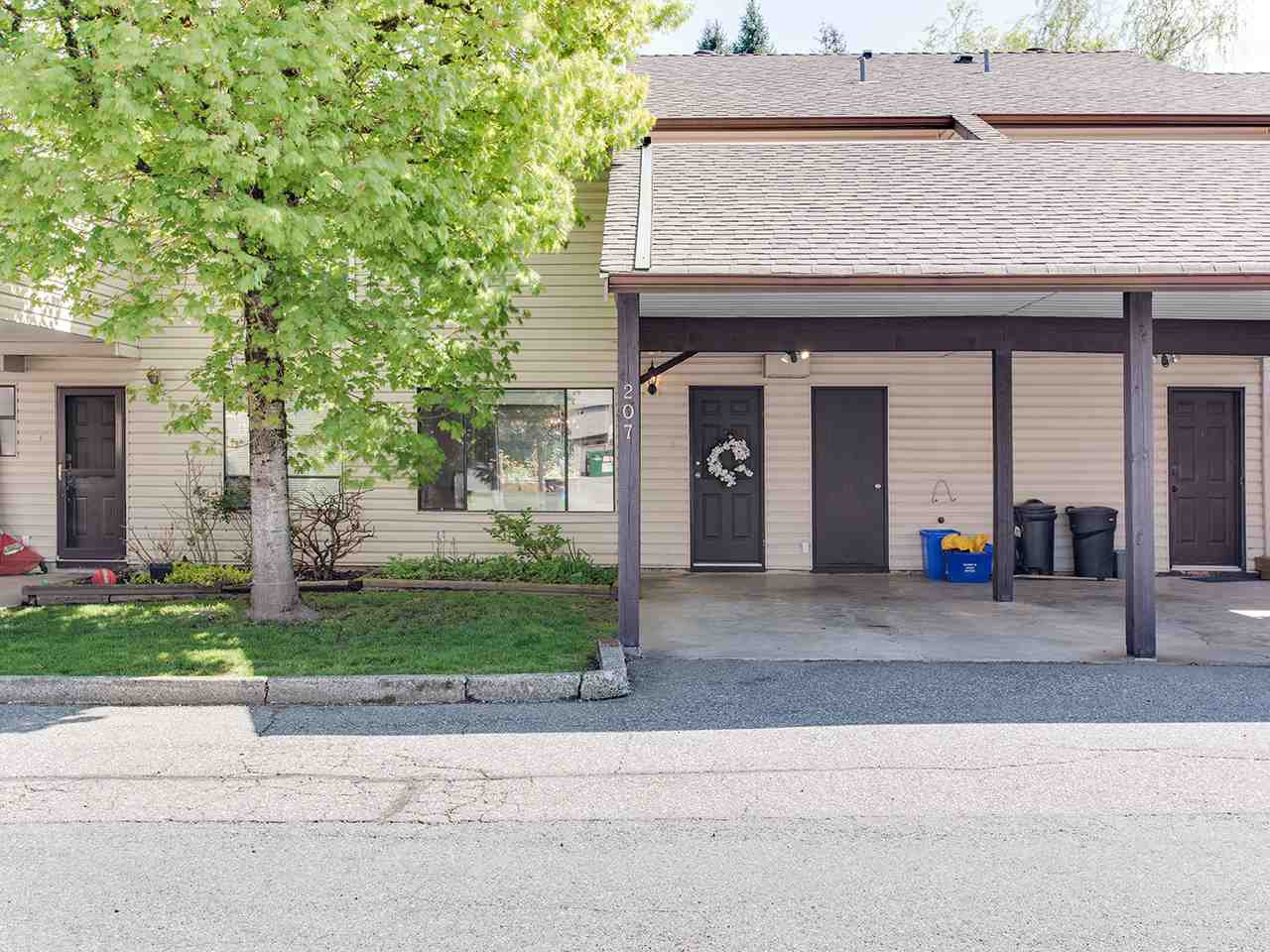 """Main Photo: 207 27411 28 Avenue in Langley: Aldergrove Langley Townhouse for sale in """"Alderview"""" : MLS®# R2361935"""