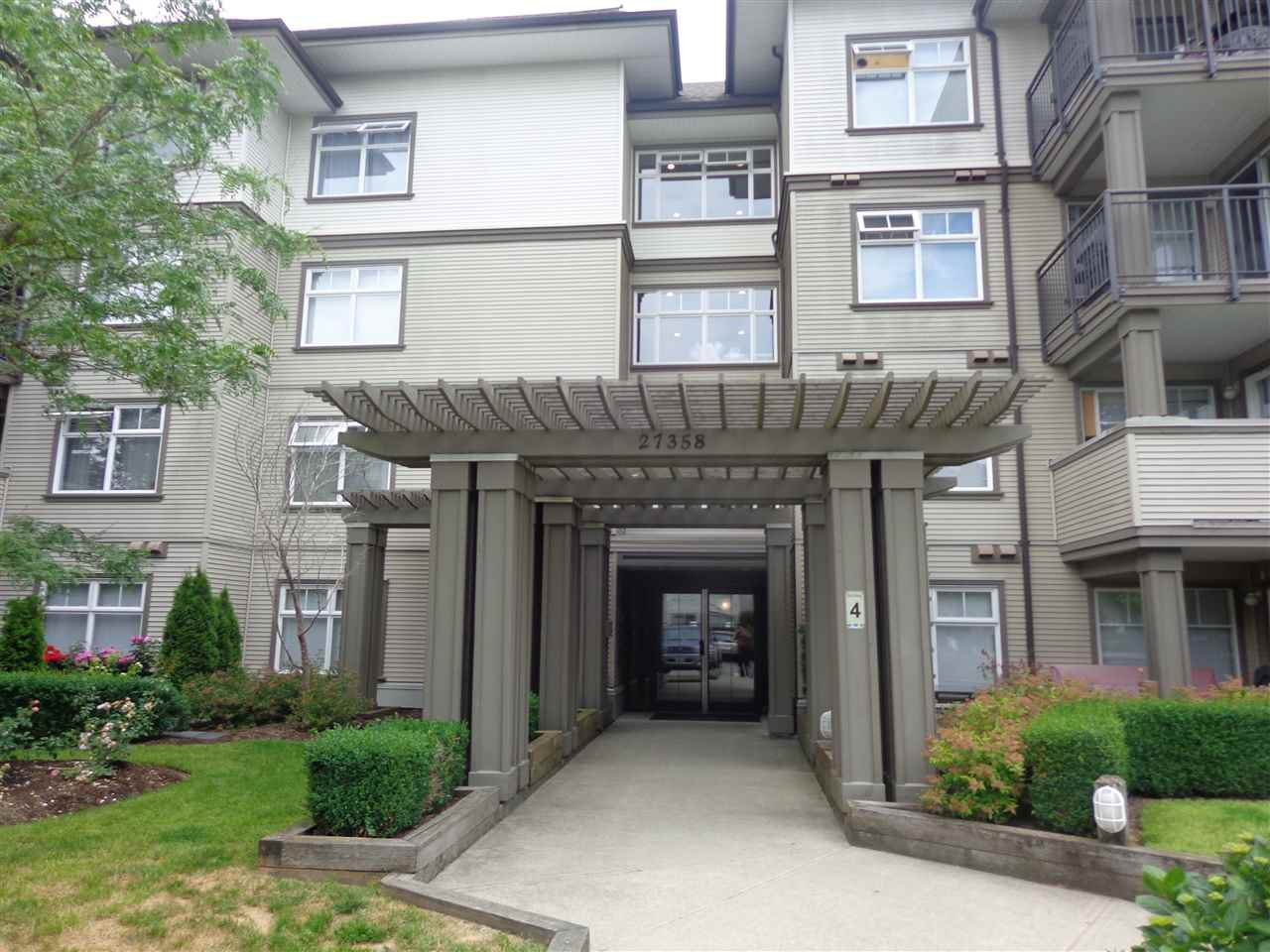 "Main Photo: 240 27358 32 Avenue in Langley: Aldergrove Langley Condo for sale in ""Willowcreek Phase 4"" : MLS®# R2385454"