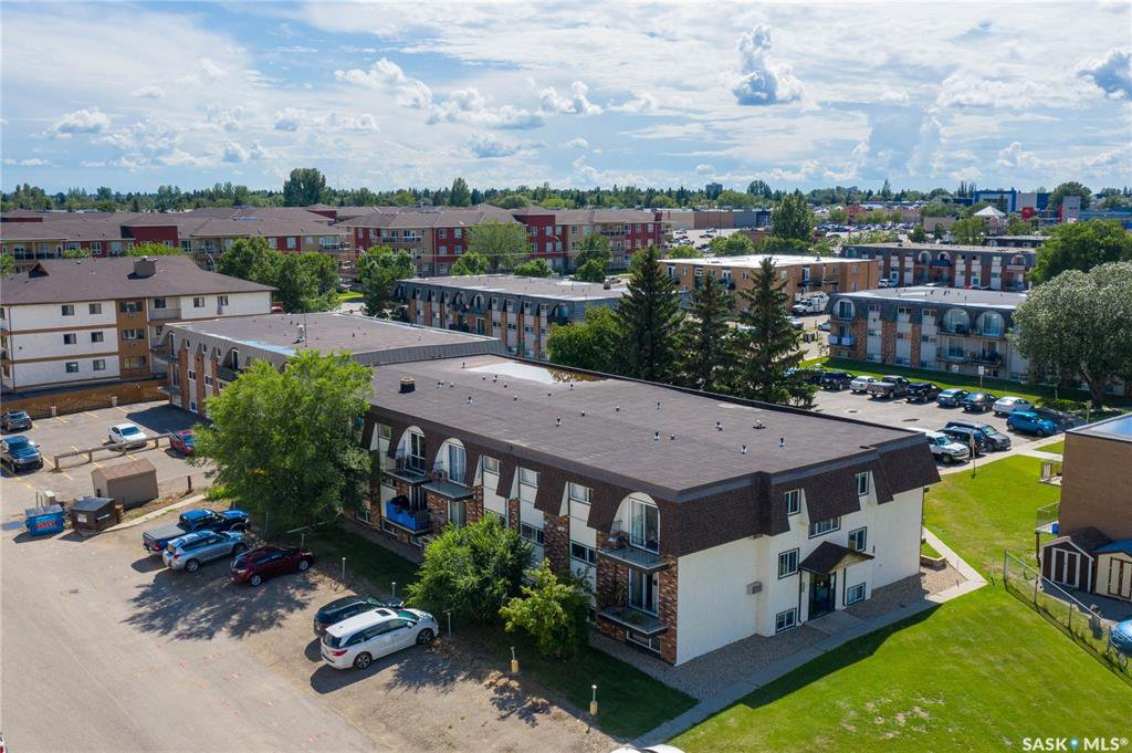 Main Photo: 17 3825 Luther Place in Saskatoon: West College Park Residential for sale : MLS®# SK838376
