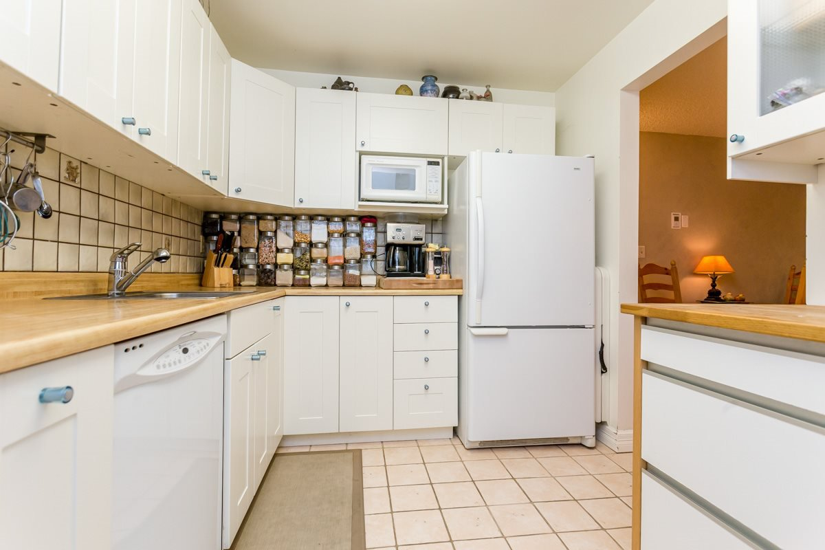 "Photo 9: Photos: 8310 VINEWOOD Place in Burnaby: Forest Hills BN Townhouse for sale in ""FOREST MEADOWS"" (Burnaby North)  : MLS®# R2099689"
