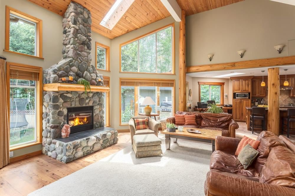 Main Photo: 2010 BLUEBIRD Place in Squamish: Garibaldi Highlands House for sale : MLS®# R2125373