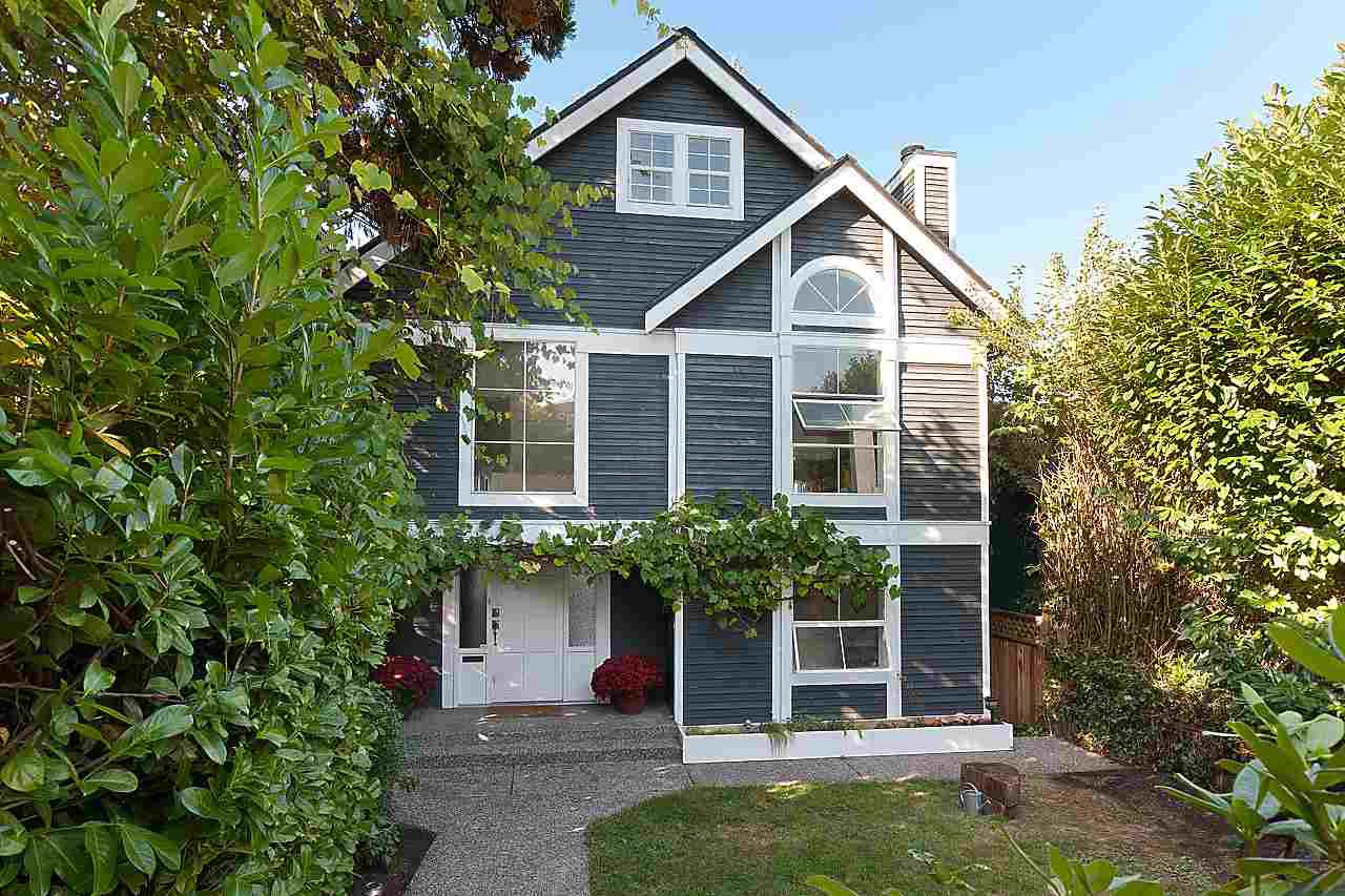 Photo 2: Photos: 4147 W 11TH Avenue in Vancouver: Point Grey House for sale (Vancouver West)  : MLS®# R2243099