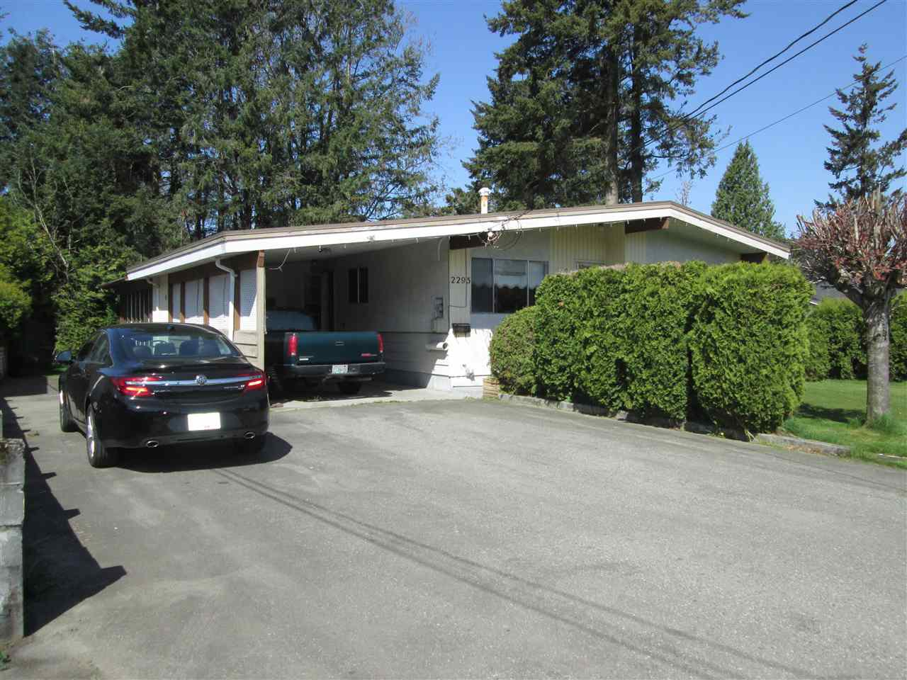 Main Photo: 2295 HOLLY Street in Abbotsford: Abbotsford West House for sale : MLS®# R2261945