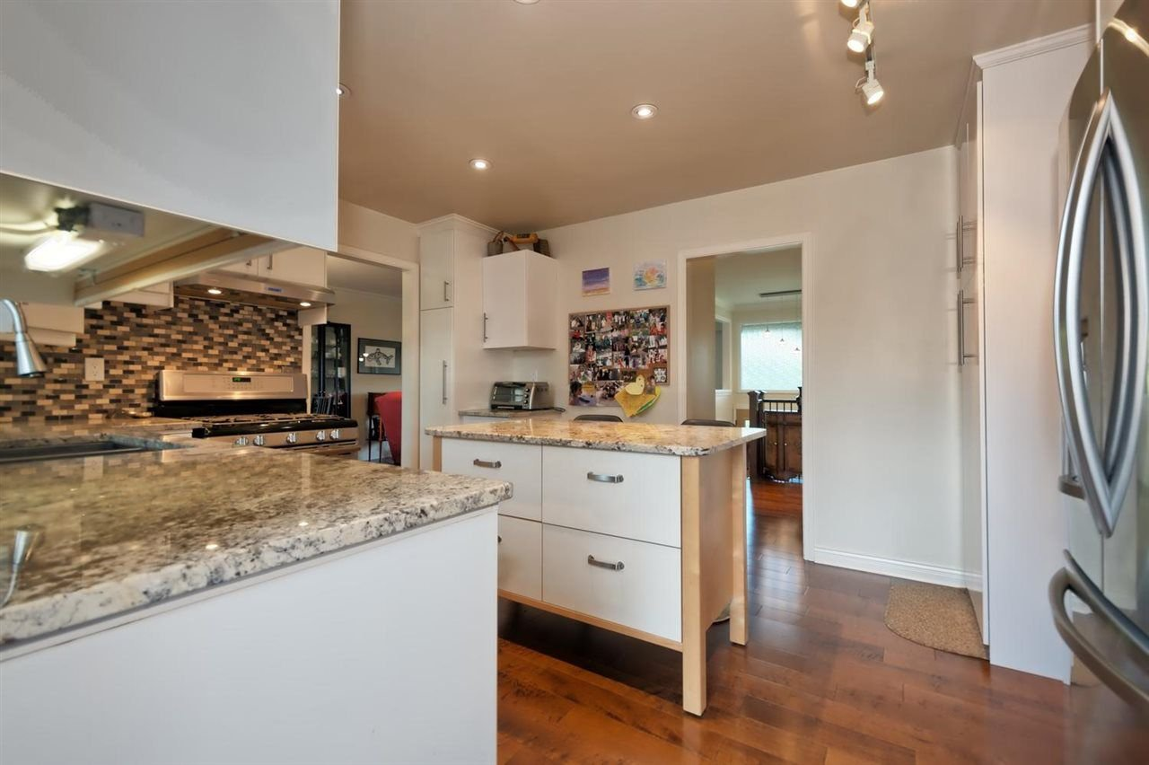 Photo 6: Photos: 610 LIDSTER Place in New Westminster: The Heights NW House for sale : MLS®# R2306437