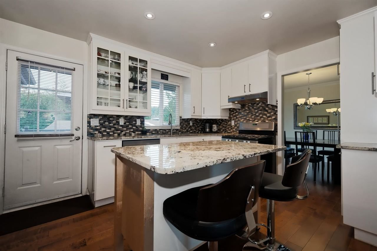 Photo 5: Photos: 610 LIDSTER Place in New Westminster: The Heights NW House for sale : MLS®# R2306437