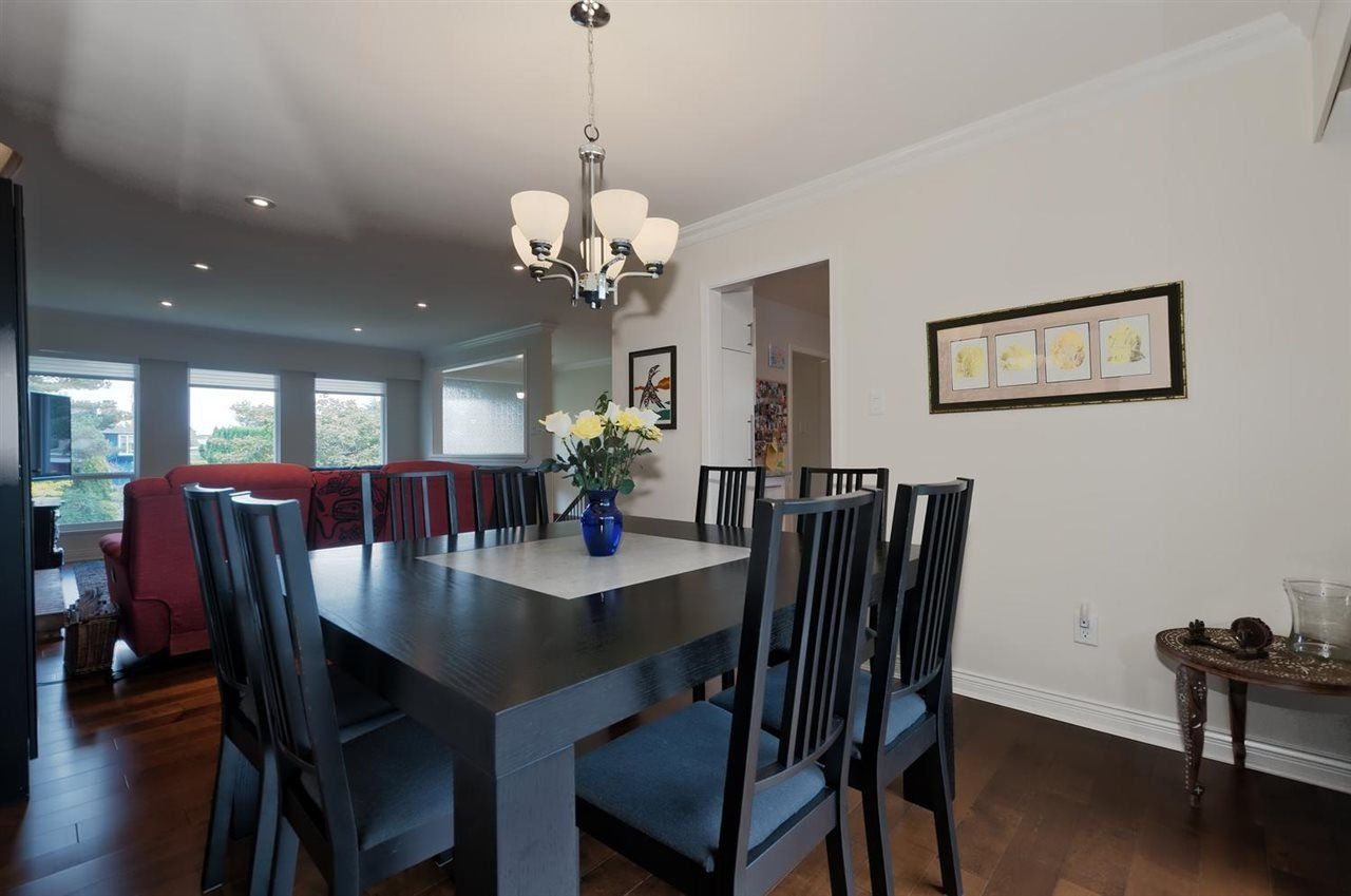 Photo 3: Photos: 610 LIDSTER Place in New Westminster: The Heights NW House for sale : MLS®# R2306437