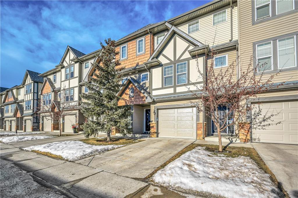 Main Photo: 40 EVERSYDE Park SW in Calgary: Evergreen Row/Townhouse for sale : MLS®# C4283416