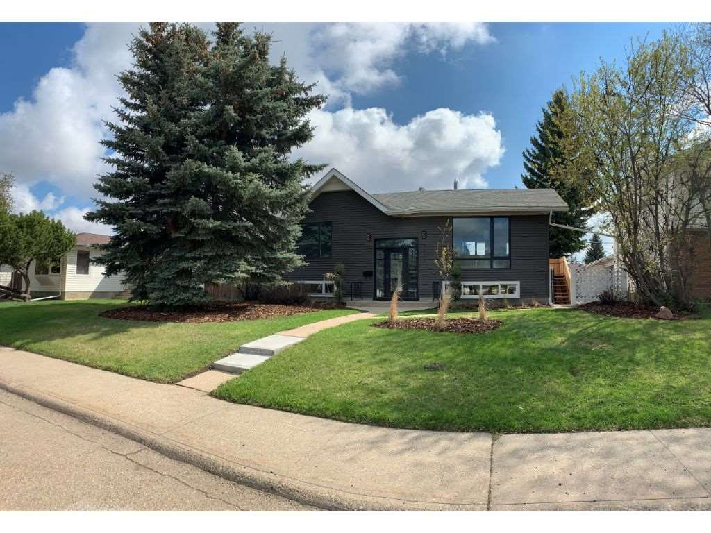 Main Photo: 9239 75 Street in Edmonton: Zone 18 House for sale : MLS®# E4196737