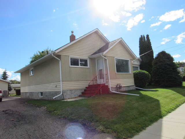 Main Photo: 10103 99 Avenue in Morinville: House for rent