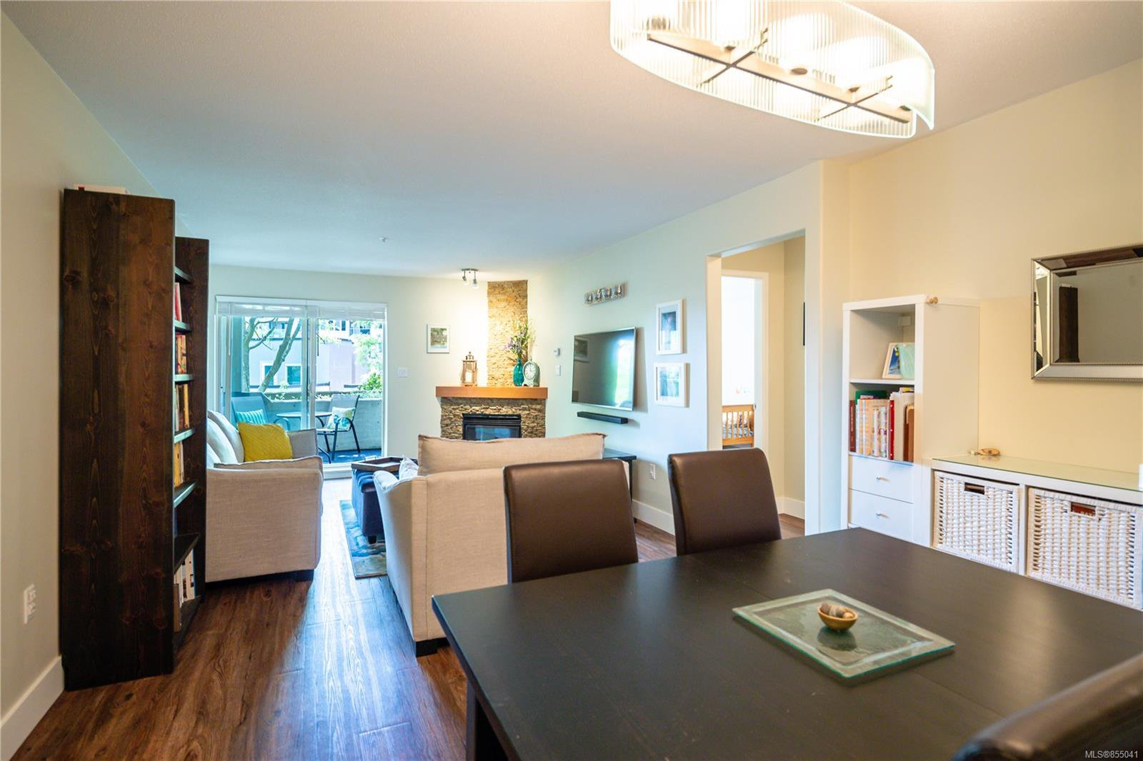 Main Photo: 101 27 Songhees Rd in : VW Songhees Condo Apartment for sale (Victoria West)  : MLS®# 855041