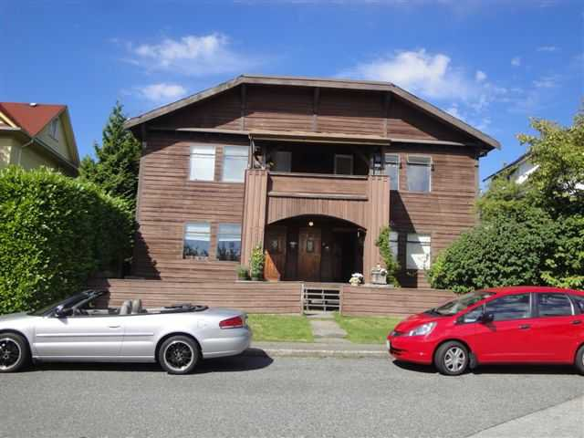 Main Photo: 320 W 6TH Street in North Vancouver: Lower Lonsdale House Duplex for sale : MLS®# V901834