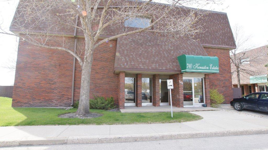 Main Photo: 208 740 Kenaston Boulevard in Winnipeg: River Heights / Tuxedo / Linden Woods Condominium for sale (West Winnipeg)  : MLS®# 1209014