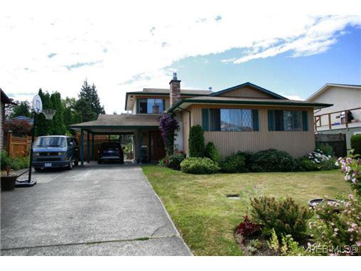 Main Photo: 817 Killdonan Road in Victoria: SE Quadra House for sale (Saanich East)  : MLS®# 313144