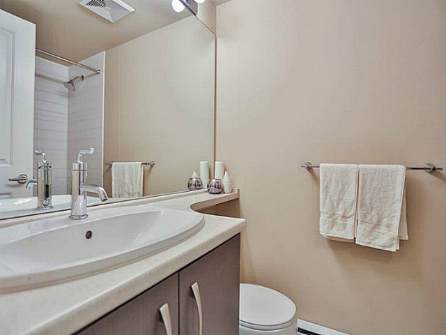 "Photo 10: Photos: 128 9288 ODLIN Road in Richmond: West Cambie Condo for sale in ""MERIDIAN GATE"" : MLS®# V1049628"
