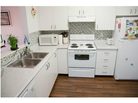"""Photo 3: Photos: 309 33165 2ND Avenue in Mission: Mission BC Condo for sale in """"MISSION MANOR"""" : MLS®# F1411336"""