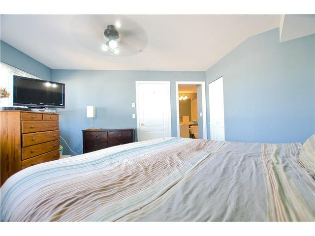 """Photo 6: Photos: 306 5759 GLOVER Road in Langley: Langley City Condo for sale in """"College Court"""" : MLS®# F1430779"""