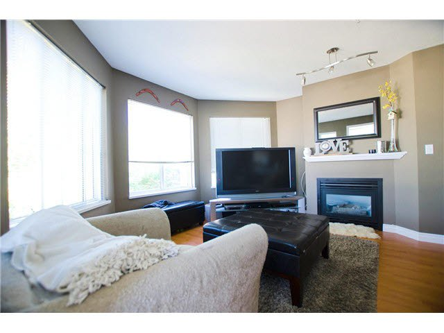 """Photo 3: Photos: 306 5759 GLOVER Road in Langley: Langley City Condo for sale in """"College Court"""" : MLS®# F1430779"""