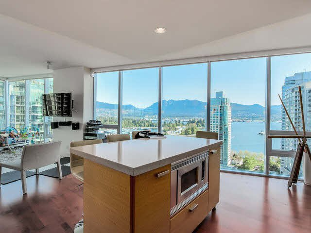 "Main Photo: 2201 1277 MELVILLE Street in Vancouver: Coal Harbour Condo for sale in ""FLATIRON"" (Vancouver West)  : MLS®# V1121454"