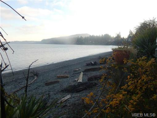 Photo 15: Photos: 5055 Cordova Bay Rd in VICTORIA: SE Cordova Bay Single Family Detached for sale (Saanich East)  : MLS®# 703651