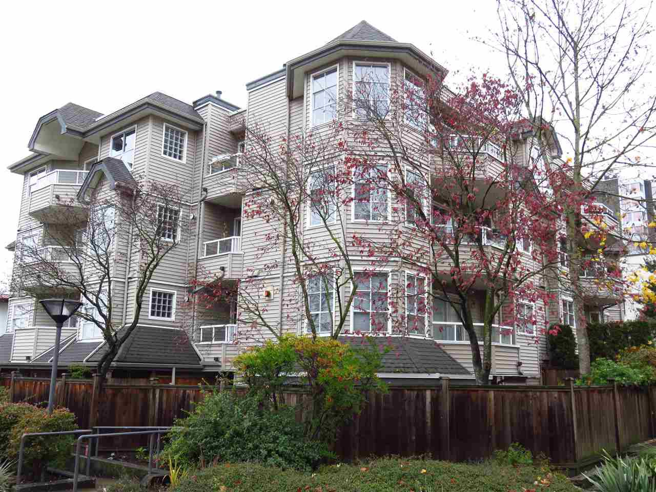 "Main Photo: 204 1481 E 4TH Avenue in Vancouver: Grandview VE Condo for sale in ""Scenic Villa"" (Vancouver East)  : MLS®# R2015438"