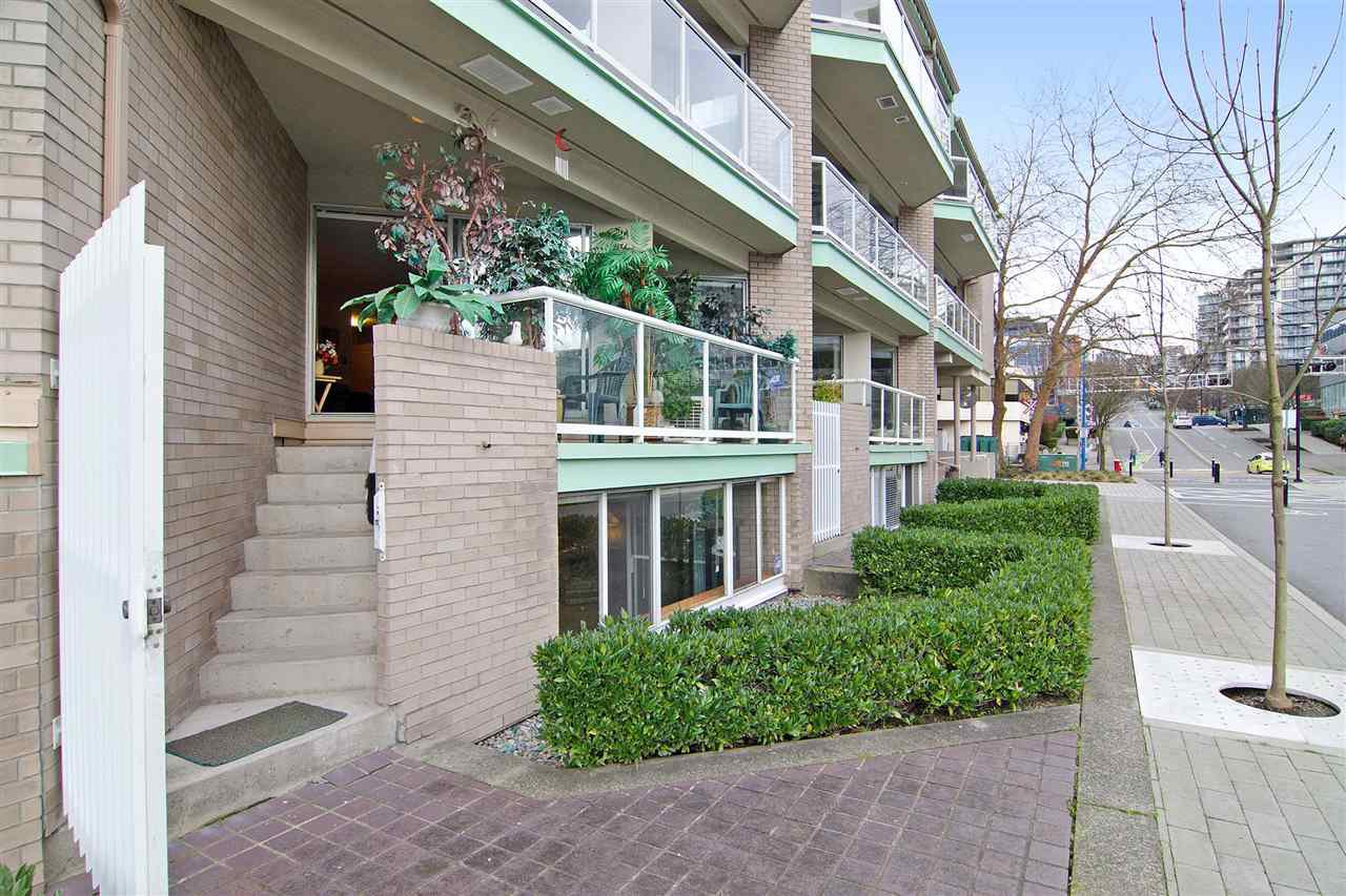 """Main Photo: 3103 33 CHESTERFIELD Place in North Vancouver: Lower Lonsdale Condo for sale in """"Harbourview Park"""" : MLS®# R2037524"""