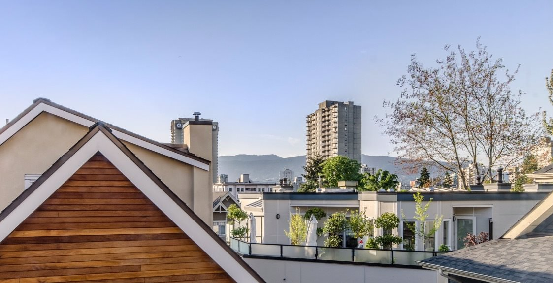 "Main Photo: 1070 NICOLA Street in Vancouver: West End VW Townhouse for sale in ""Nicola Mews"" (Vancouver West)  : MLS®# R2100136"