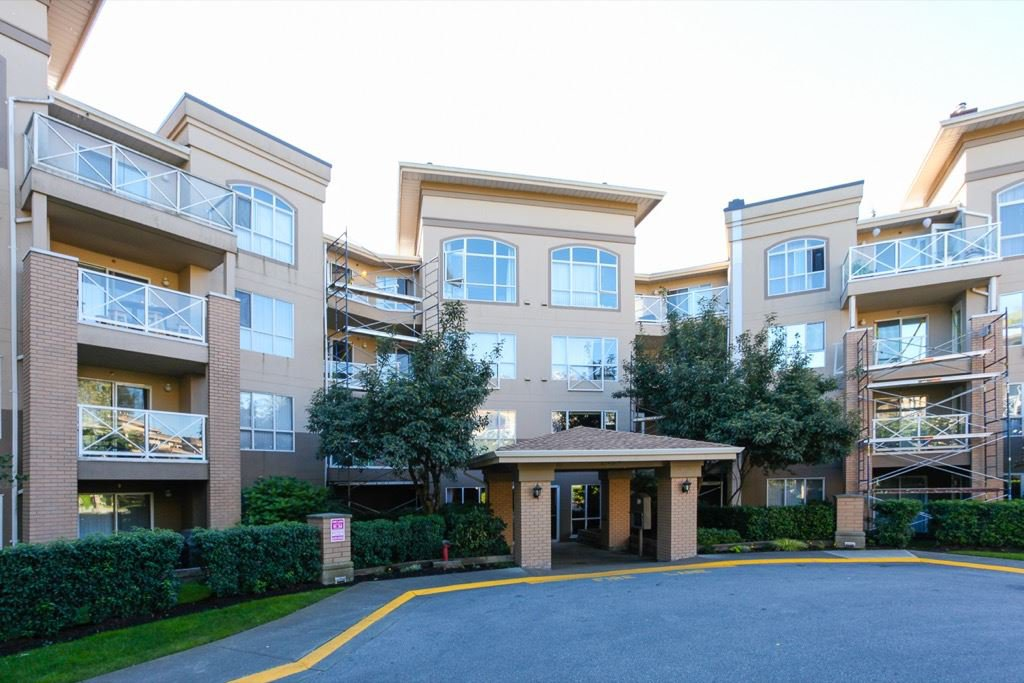 "Main Photo: 411 2559 PARKVIEW Lane in Port Coquitlam: Central Pt Coquitlam Condo for sale in ""THE CRESCENT"" : MLS®# R2118749"