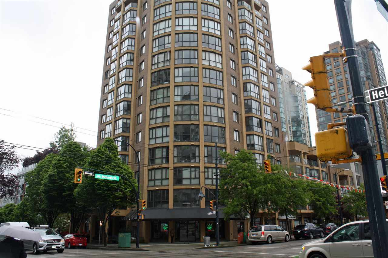 """Main Photo: 309 488 HELMCKEN Street in Vancouver: Yaletown Condo for sale in """"ROBINSON TOWER"""" (Vancouver West)  : MLS®# R2169760"""