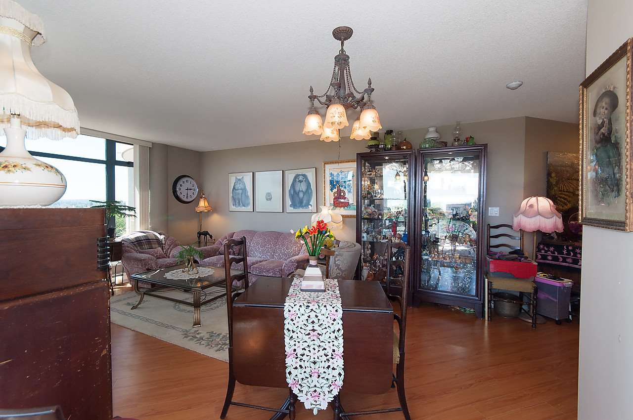 """Photo 3: Photos: 504 4425 HALIFAX Street in Burnaby: Brentwood Park Condo for sale in """"POLARIS"""" (Burnaby North)  : MLS®# R2184212"""