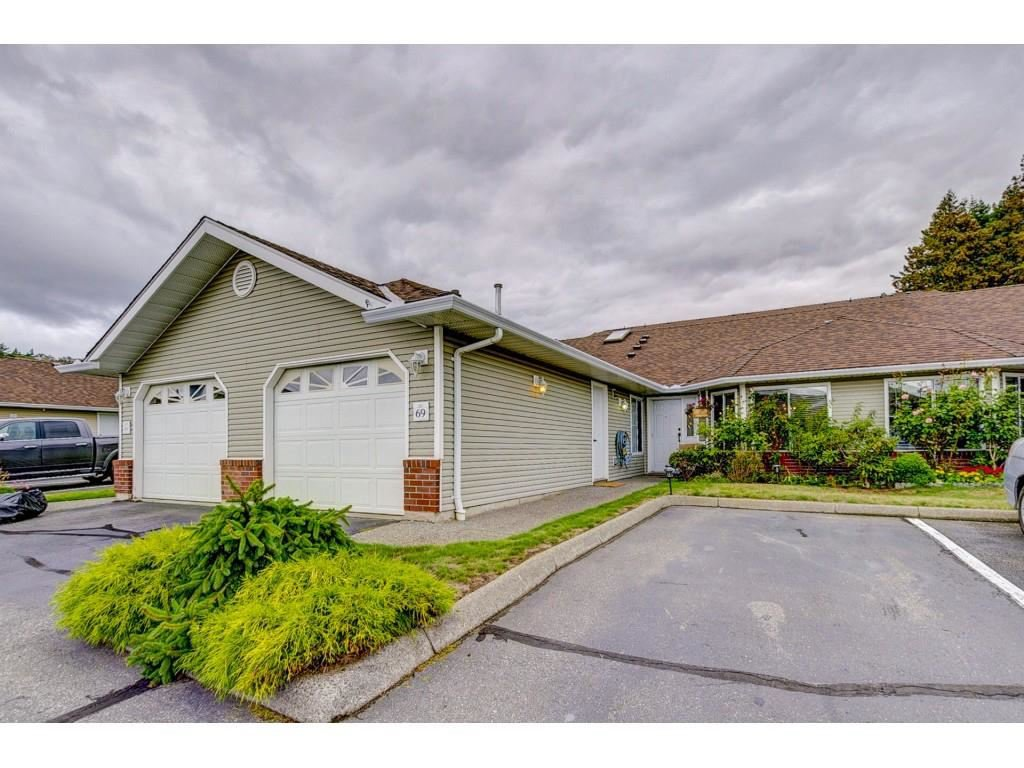"Main Photo: 69 1973 WINFIELD Drive in Abbotsford: Abbotsford East Townhouse for sale in ""Belmont Ridge"" : MLS®# R2326709"