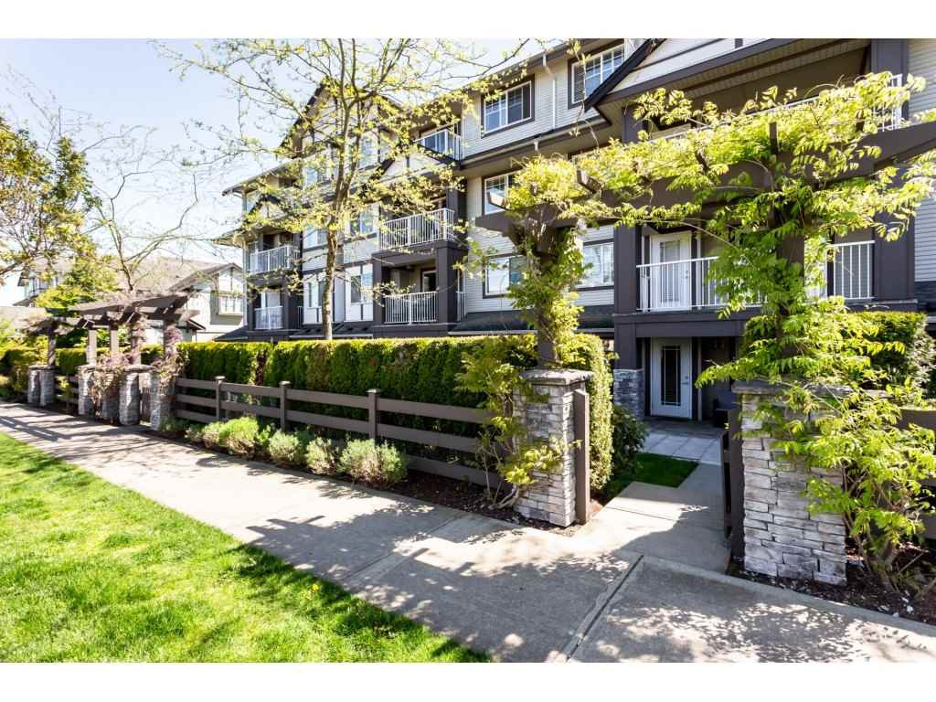 "Main Photo: 109 19320 65 Avenue in Surrey: Clayton Condo for sale in ""ESPIRIT"" (Cloverdale)  : MLS®# R2367383"