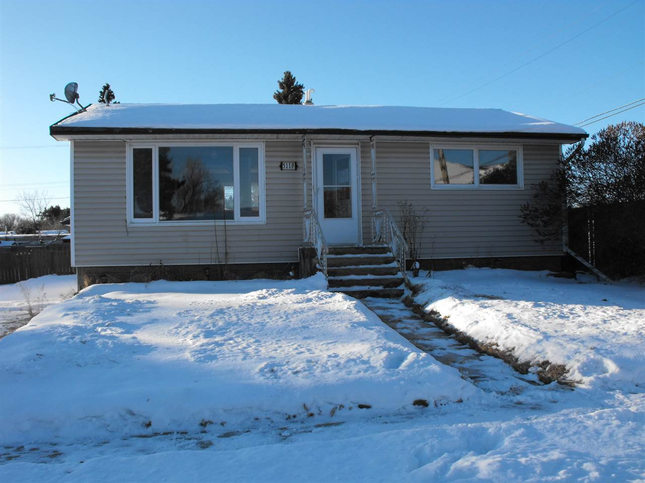 Main Photo: 5110 50 Street: Elk Point House for sale : MLS®# E4185411