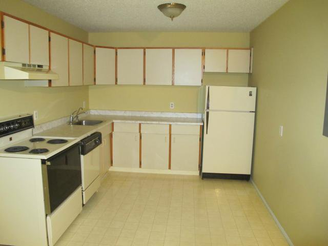 Photo 5: Photos:  in WINNIPEG: Transcona Condominium for sale (North East Winnipeg)  : MLS®# 1118439