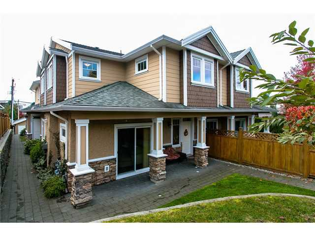 """Main Photo: 201 E 18TH Street in North Vancouver: Central Lonsdale Townhouse for sale in """"St. Georges"""" : MLS®# V1033888"""