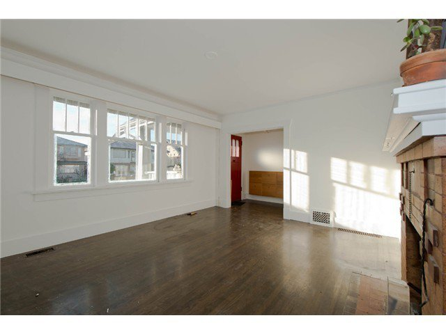 Photo 4: Photos: 1699 E 21ST Avenue in Vancouver: Knight House for sale (Vancouver East)  : MLS®# V1039025