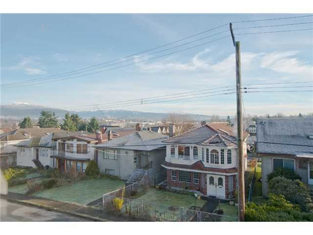 Photo 3: Photos: 1699 E 21ST Avenue in Vancouver: Knight House for sale (Vancouver East)  : MLS®# V1039025