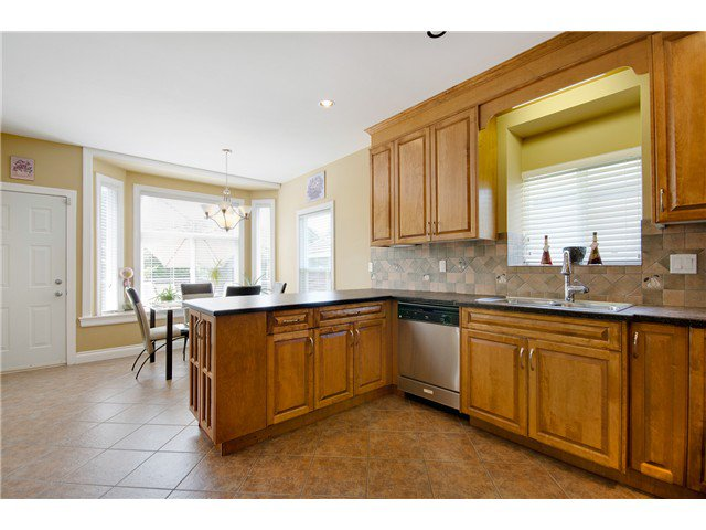 """Photo 10: Photos: 15322 57TH Avenue in Surrey: Sullivan Station House for sale in """"SULLIVAN STATION"""" : MLS®# F1440119"""