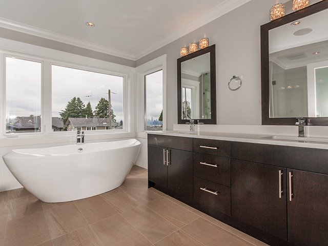 Photo 14: Photos: 337 W 17TH Street in North Vancouver: Central Lonsdale Home for sale ()  : MLS®# V1031838