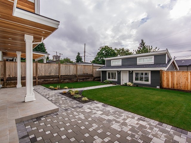Photo 3: Photos: 337 W 17TH Street in North Vancouver: Central Lonsdale Home for sale ()  : MLS®# V1031838