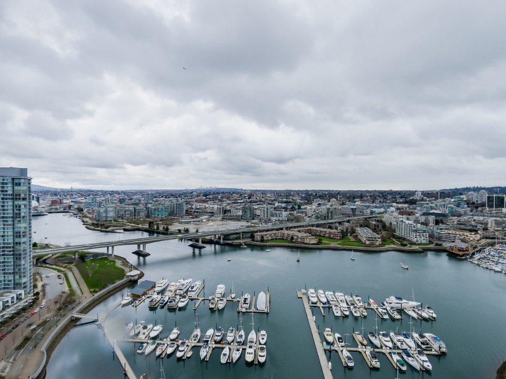 """Main Photo: 3601 1199 MARINASIDE Crescent in Vancouver: Yaletown Condo for sale in """"Aquarius One"""" (Vancouver West)  : MLS®# R2045531"""